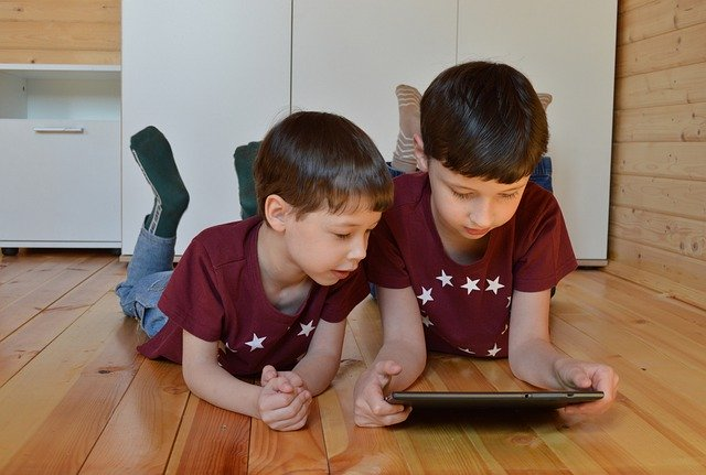 kids on ipad